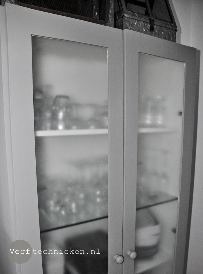 Zweefdeurkast Met Melkglas.Met Glas Matteervernis Je Kastdeurtjes Een Make Over Geven