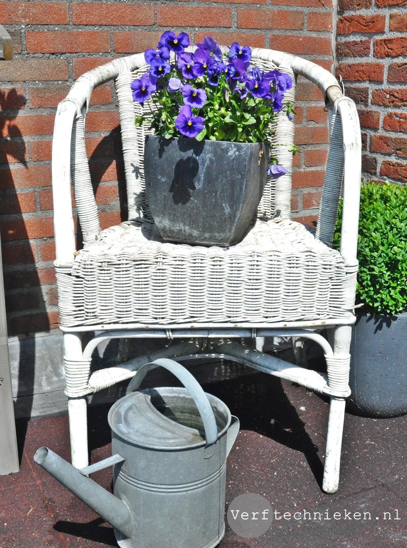 Krijtverf buiten op meubels en potten
