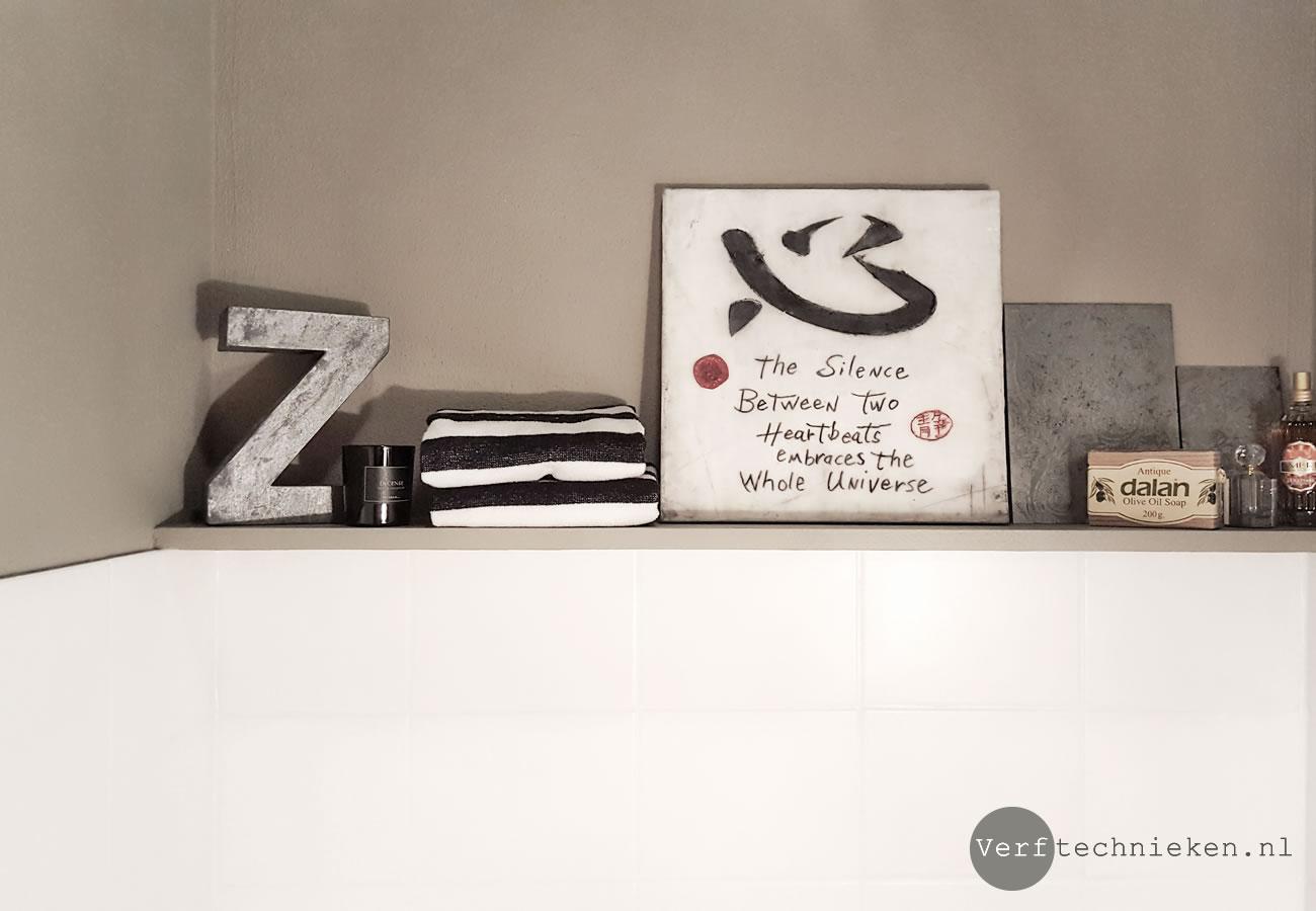 Wandtegels op het toilet verven